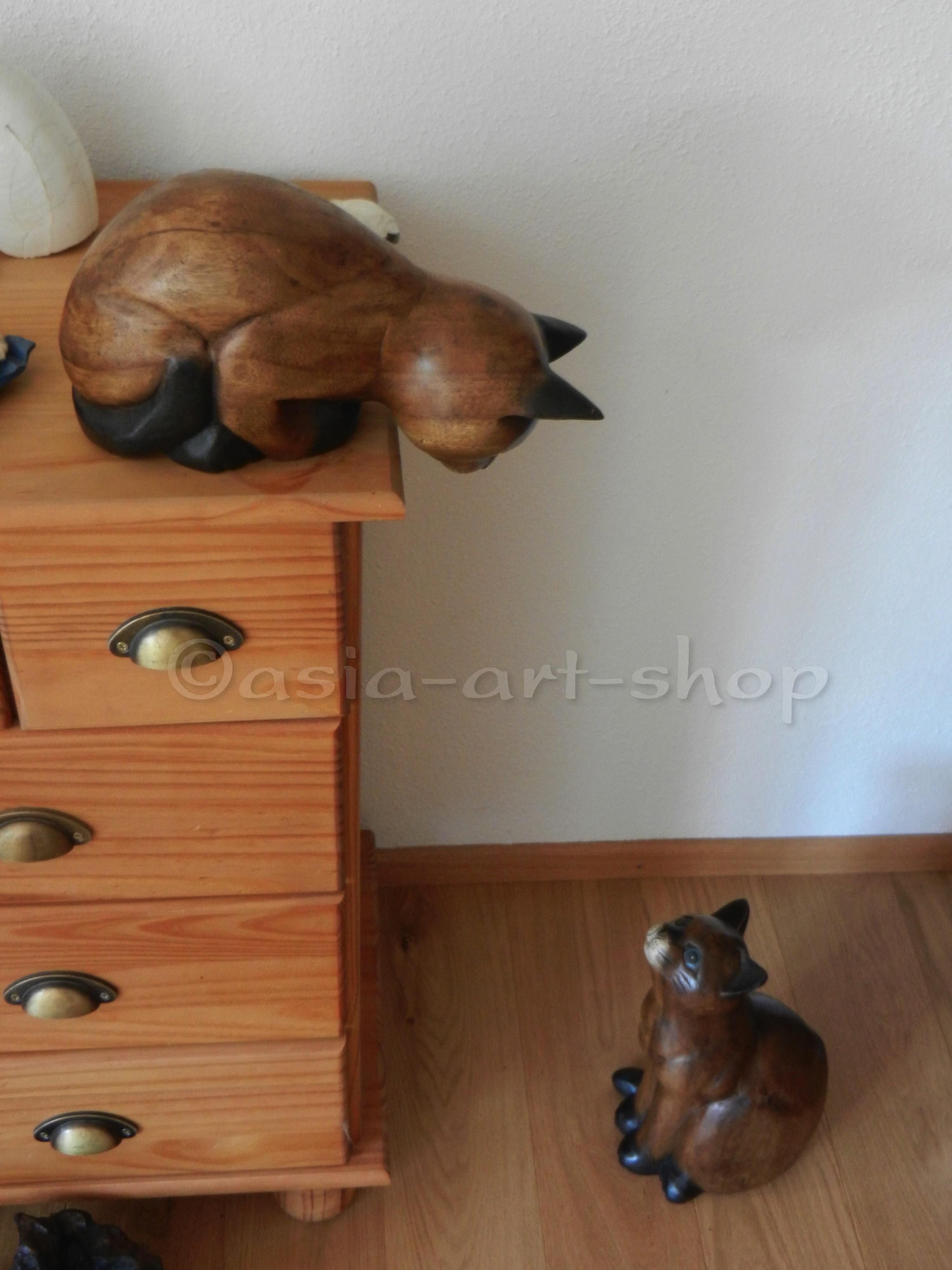 katze aus holz handgeschnitzt asia art shop. Black Bedroom Furniture Sets. Home Design Ideas