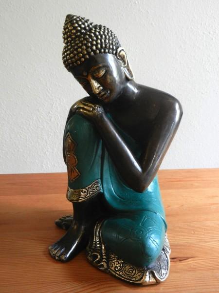 Buddha ruhend in grünem Gewand